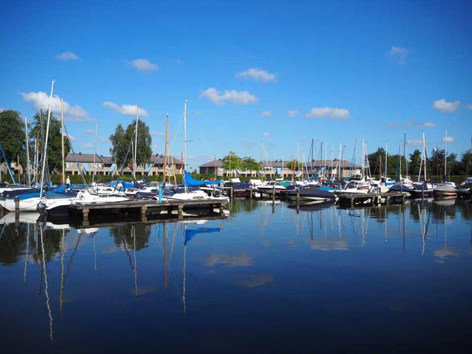 haven-vanaf-water_CT-01_Waterpark-Beulaeke-Haven_jachthaven-boot-sloep-verhuur